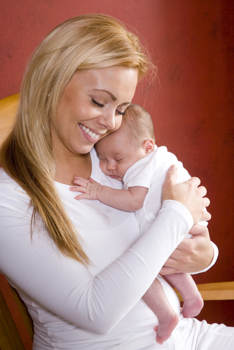 Why Do Moms Hold Babies On The Left More Often? - Babies ...